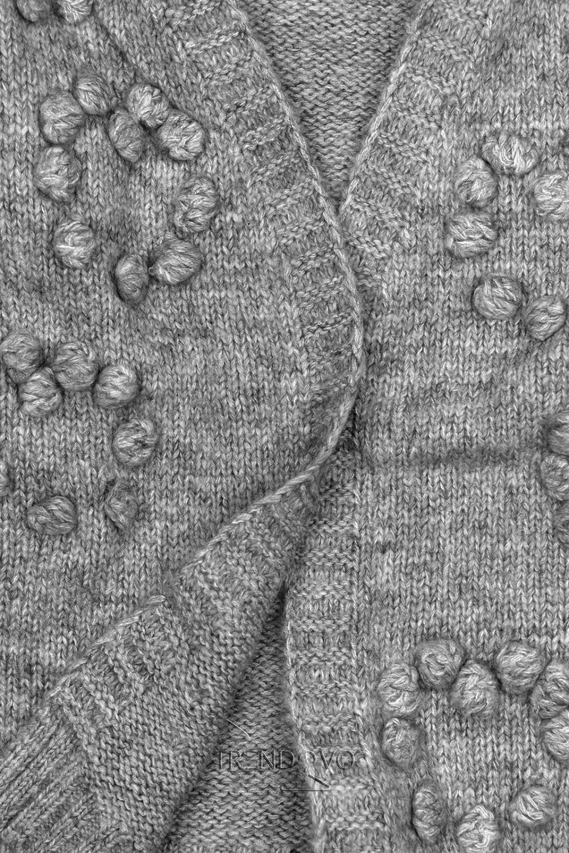 Sivý pletený sveter s brmbolcami